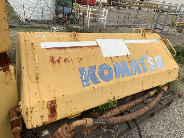 Komatsu D375A-5 •