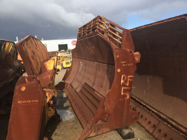 Used parts for sale by BTP Group - Komatsu D375-A blade group
