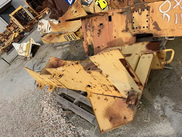 Used parts for sale by BTP Group - Caterpillar D10T fender group