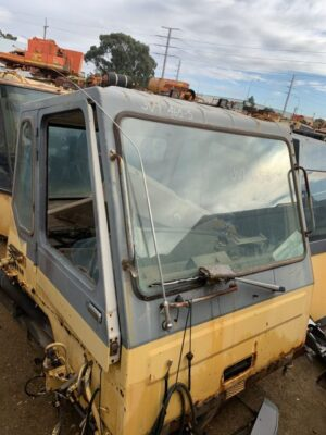Used parts for sale by BTP Group - Komatsu 465-5 cab